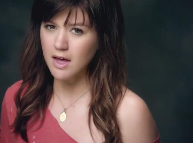 Vidéo : Kelly Clarkson : découvrez son Dark Side !