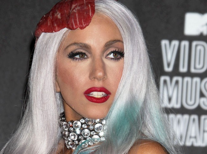 Video : Lady Gaga, en larmes, invite sa jeune fan à chanter avec elle !