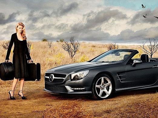 Vidéo : Lara Stone : une beauté hitchcockienne qui sublime le nouveau bolide Mercedes Benz !