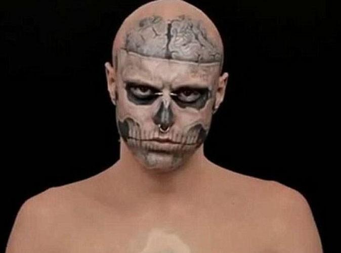Vidéo : le chouchou de Lady Gaga hyper-tatoué dans une campagne de pub stupéfiante !