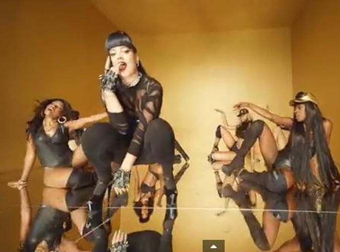 Vidéo : Lily Allen : elle se moque de Robin Thicke et Miley Cyrus dans le clip de son grand retour !