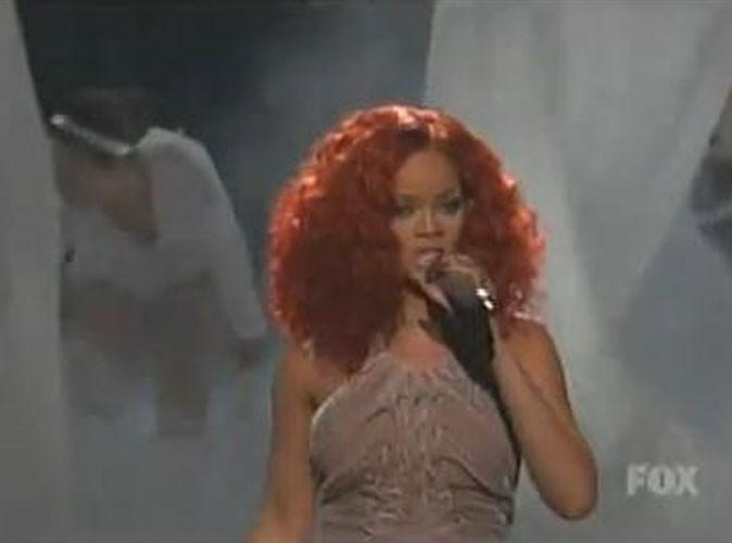 Vidéo : Rihanna a retrouvé sa touffe à la Tina Turner pour une prestation live réussie !