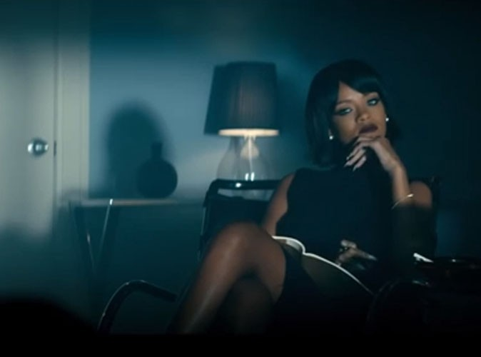 """Vidéo : Rihanna : elle psychanalyse Eminem dans le clip de leur tube """"The Monster"""" !"""