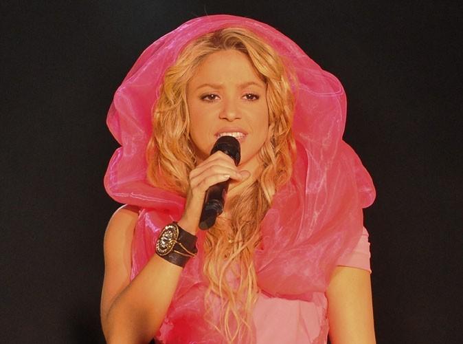Vidéo : Shakira : Un méchant fan mal intentionné lui a volé sa bague en plein concert ! Eh bah non !