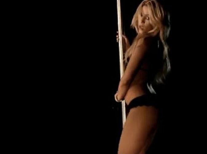 Vidéo : Shakira vous offre une leçon de pole dance dans le clip de Rabiosa !