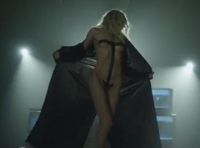 Taylor Momsen : elle abandonne une fois encore ses vêtements dans le nouveau clip de The Pretty Reckless !