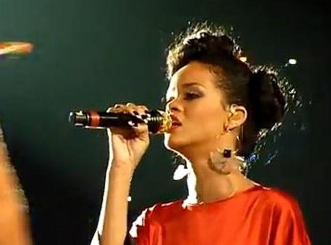 Vidéos : Rihanna : princesse de Coldplay pour son apparition au Stade de France !