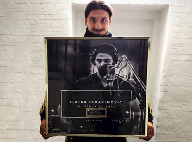 Zlatan Ibrahimovic : Le footballeur reçoit un disque d'or!
