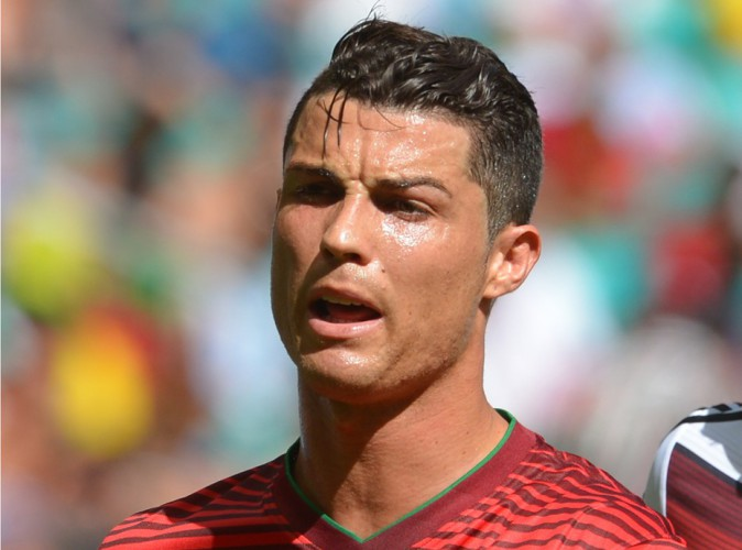 Cristiano ronaldo l homme aux deux visages le livre qui for Coupe de cheveux cristiano ronaldo 2013
