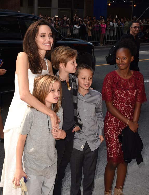 Angelina Jolie et ses enfants sur le tapis rouge du Festival de Toronto !