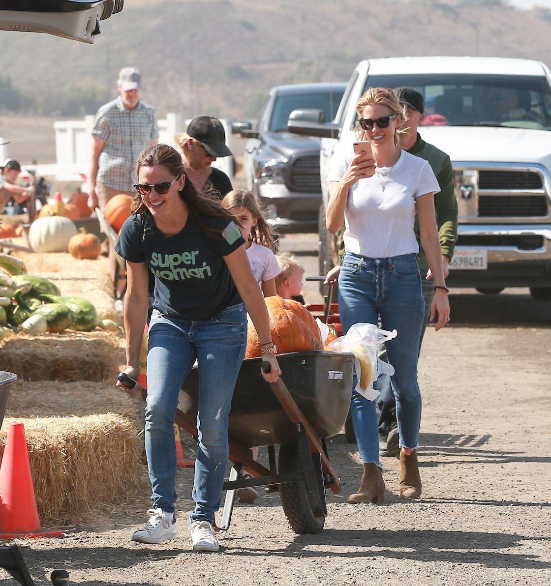 Jennifer Garner : loin des ennuis de son ex, elle s'éclate à la ferme avec ses enfants !